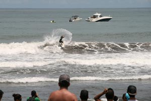 Good waves, close to San Jose and hometown of many good surfers are reasons why Playa Hermosa is a popular location for surfing contests.