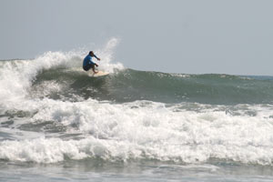 You can surf to the right and to the left at Esterillos Centro.