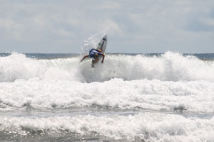 Noe Mar McGonagle surfing in the Essential Costa Rica Open (QS 3000).
