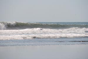An unsurfed wave at Playa Bejuco.