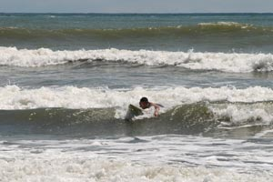 Dominicalito is a popular surf spot among beginner surfers, catching waves is relatively easy.