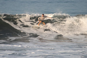 Often when the ofher spots in Hermosa don't work, because the tide is too low, Terrazas still has surfable waves.